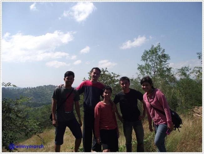 Aku dan tim di Pegunungan Kupang