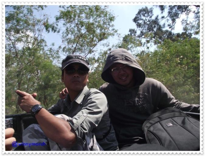 Hery dan Boy menikmati suasa Kupang
