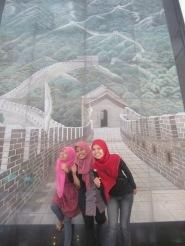 Rahma, Tiwi dan Siti di Great Wall