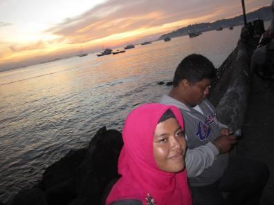 Irma dan Bang Indra menikmati Sunset