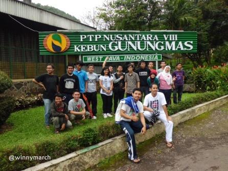 MT. Gama Group di depan Kebun Gunung Mas