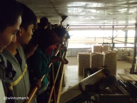 MT Gama group khusuk melihat proses pembuatan teh