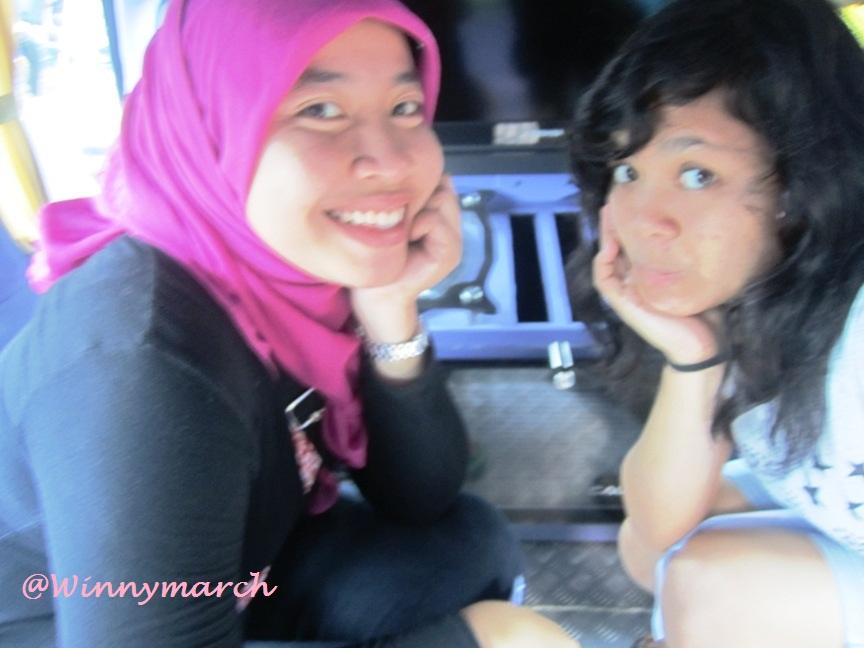 Aku dan Ningrum di Angkot Bogor