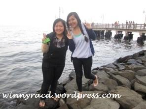 Yessi dan Muja di Pantai Ancol