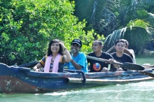 Tim sampan di Ujung Kulon
