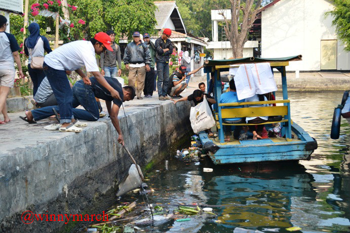 menjaga pulau onrust bersih