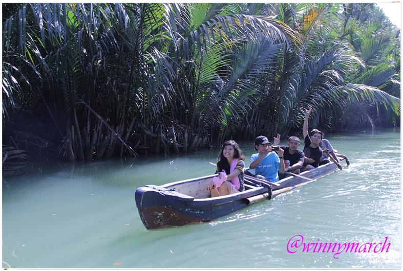 canoe in ujung kulon