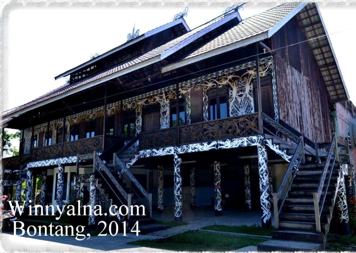 rumah adat Dayak