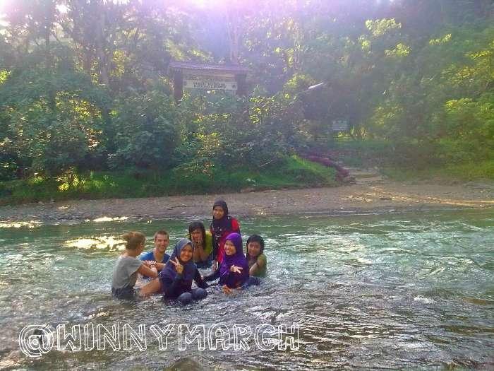 bule mandi di Sungai Bahorok