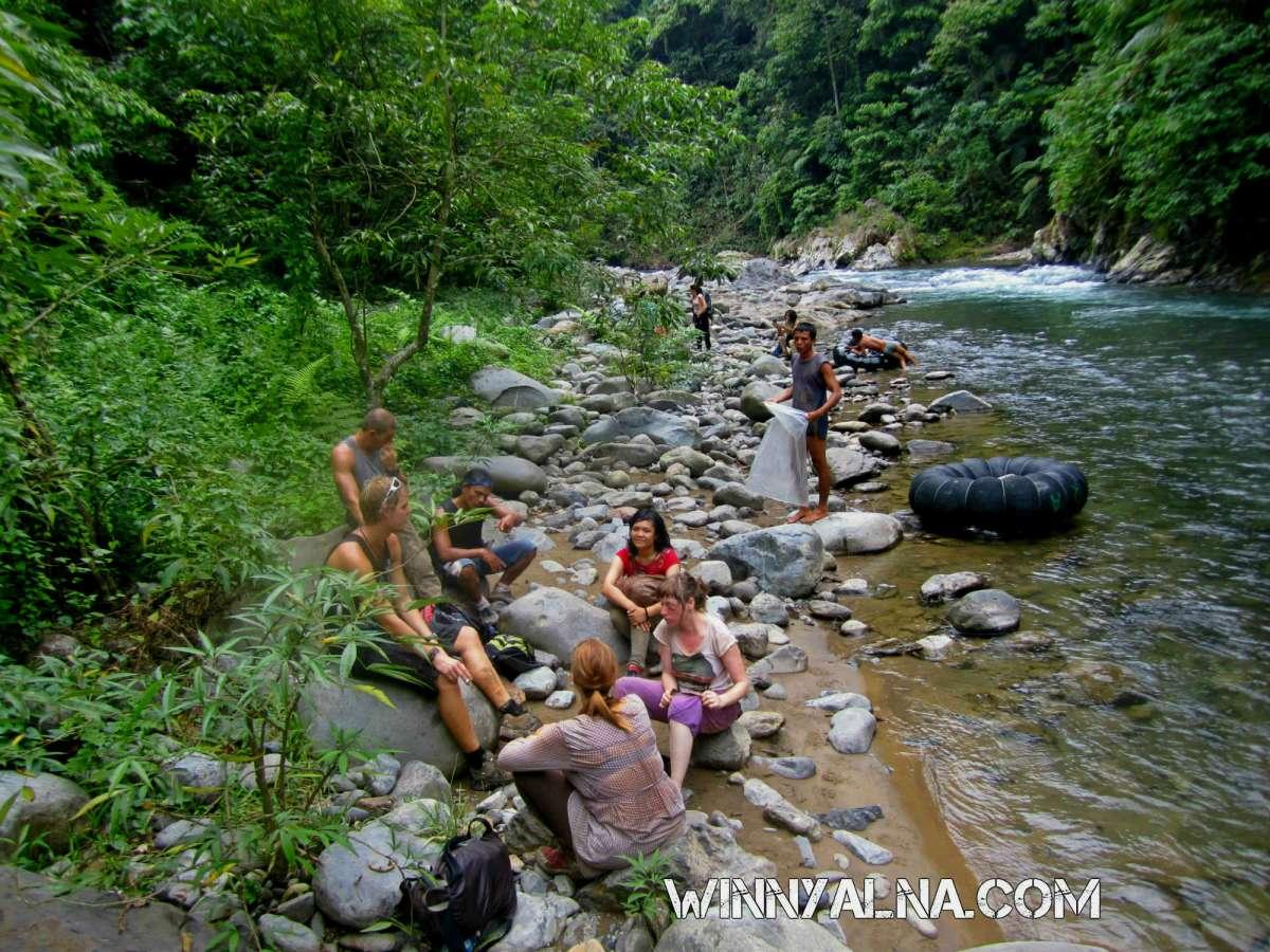 Istirahat di sungai bahorok