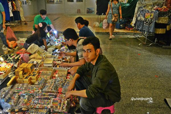 berburu souvenir thailand
