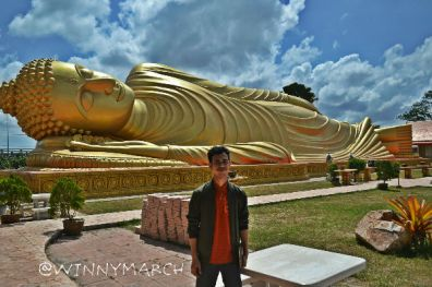 ilham di depan Sleeping Buddha Hatyai