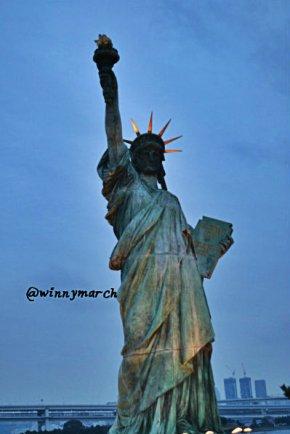 patung liberty jepang