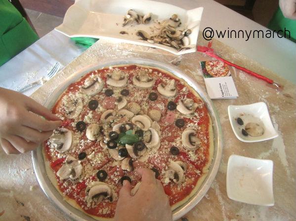 Cara membuat Pizza di Signora Pasta