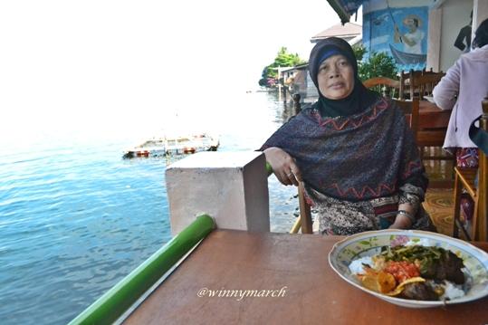 Uwakku di Restauran dekat Danau Singkarak Sumbar