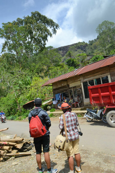 Kak Indri dan Lukman di Batutumonga