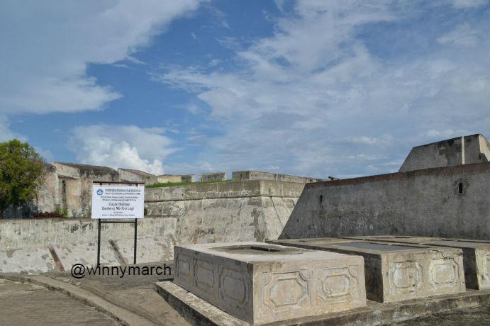 Makam Raffless di Benteng Marlborough