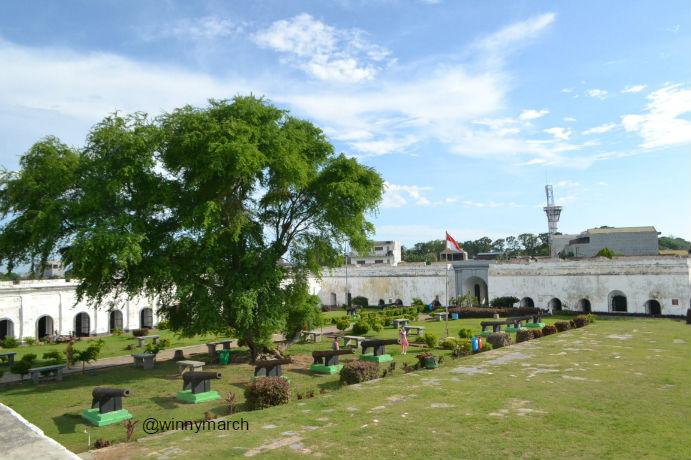 wisata benteng marlborough bengkulu