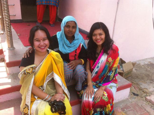 Aku dan Yosi mandi di Toilet Umum Taj Mahal
