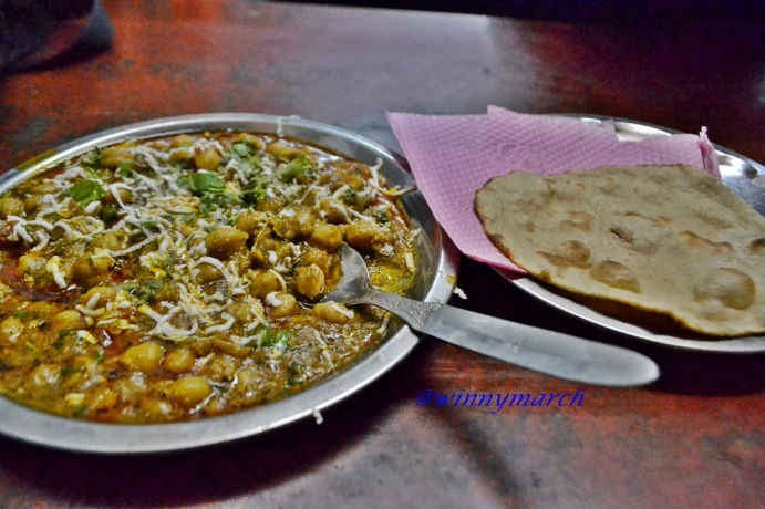 Menu makan malam kami di Agra