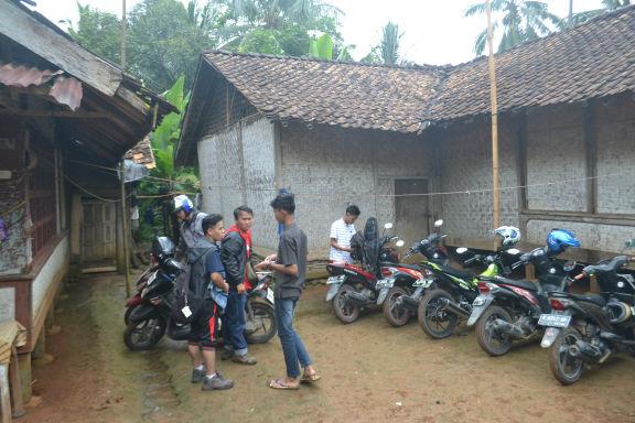 Tempat Parkir ke Curug