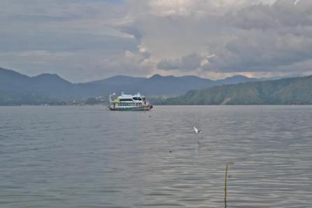 Kapal penyebarangan ke Danau Toba